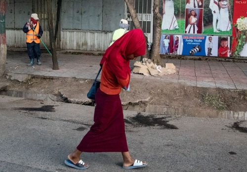 2J4A4149-Etiópia- Addis Abeba- žena na ulici